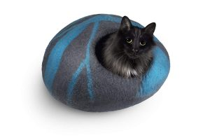 soft, comfortable and warm cat bed with natural ingredients